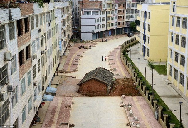A nail house, the last building in the area, sits in the middle of a road under construction in Nanning, Guangxi Zhuang Autonomous Region. According to local media, the owner of the house didn't reach an agreement with the local authority about compensation of the demolition