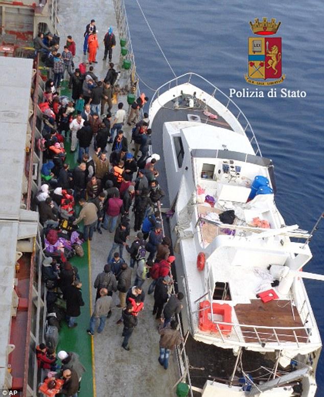 El yate de lujo, que volaba una bandera turca, fue detenido cuando se acercaba a Europa con una «carga» que se cree que han valido la pena $ 800,000 - o £ 536,000 - a los organizadores