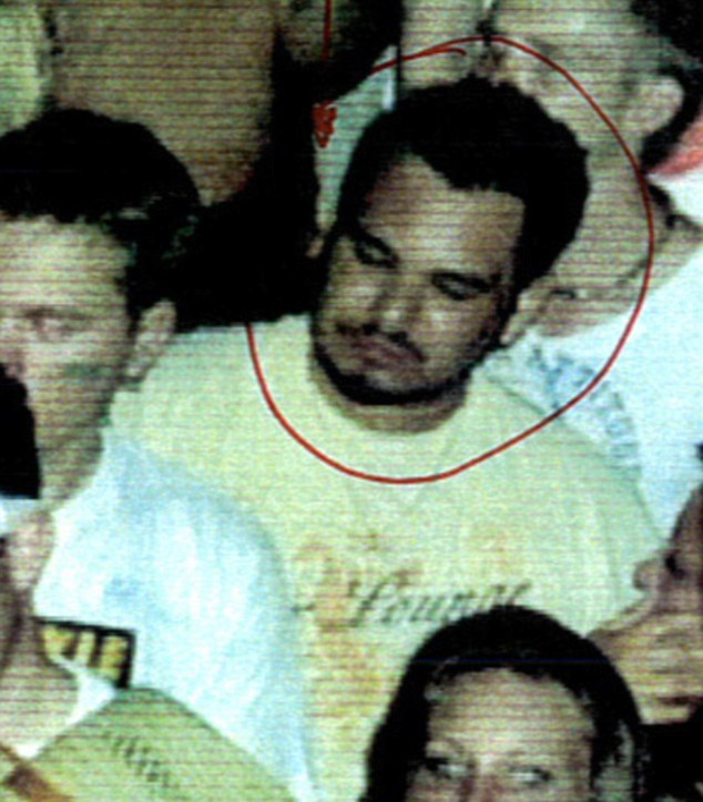La imagen que me puso en el cuadro: La fotografía de Andrew, arriba, tomada en el club nocturno de Rescate, arriba.  Fue utilizado en el proceso de identificación - sin embargo, se había tomado la noche anterior Jonathan Hiles fue atacado allí