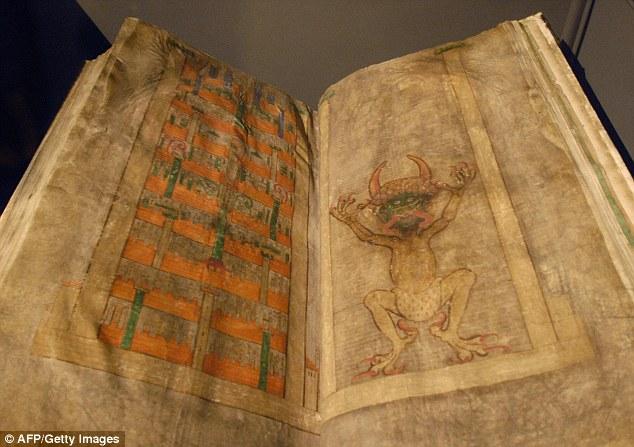 O Codex Gigas é o maior manuscrito medieval do mundo. Em cerca de nove polegadas (22 centímetros) de espessura e 36 polegadas (92 centímetros) de altura, o livro é tão grande que ele se diz ter exigido mais de 160 peles de animais para completar