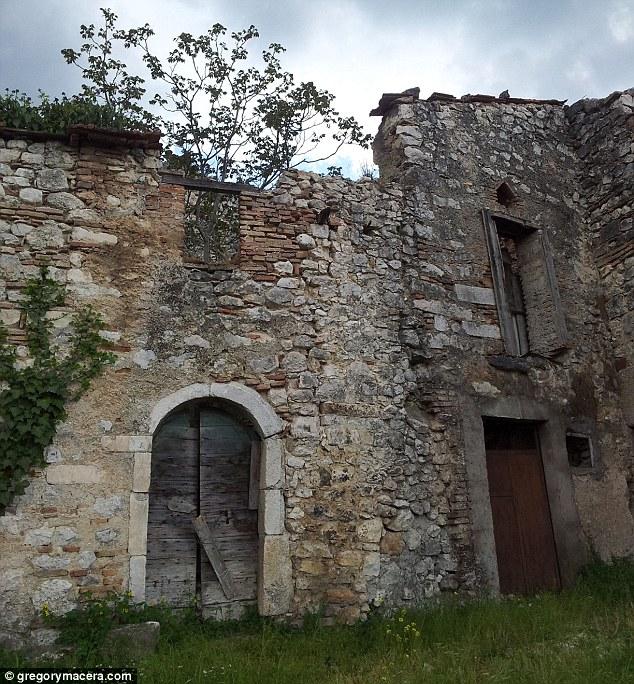 Crumbling: Attenzione - alcuni edifici in offerta sono in uno stato peggiore di altri