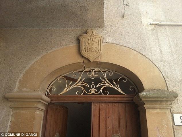 Religione: Il villaggio è uno degli unici due luoghi in Europa dove lo Spirito Santo si dice che sono apparsi