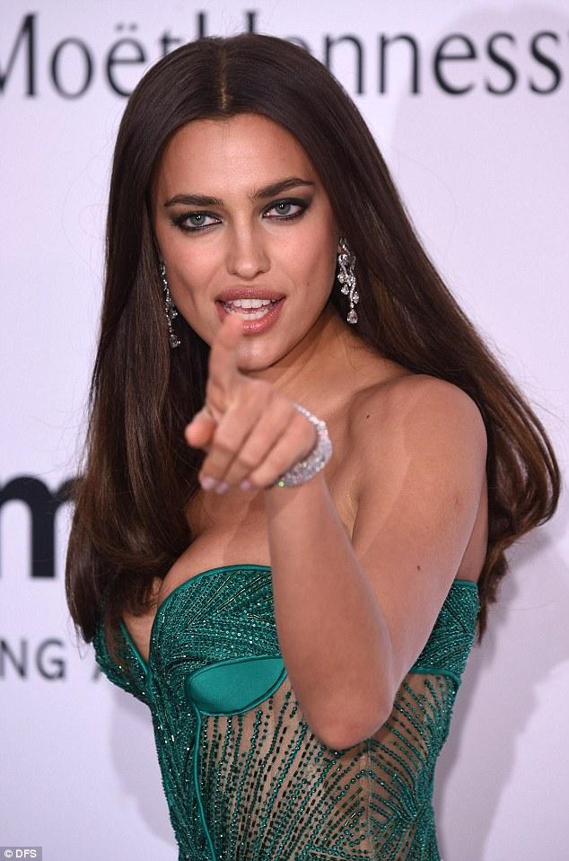 Tubuh Seksi Irina Shayk Menggoda Cristiano Ronaldo Dan Pacar Barunya Bradley Cooper