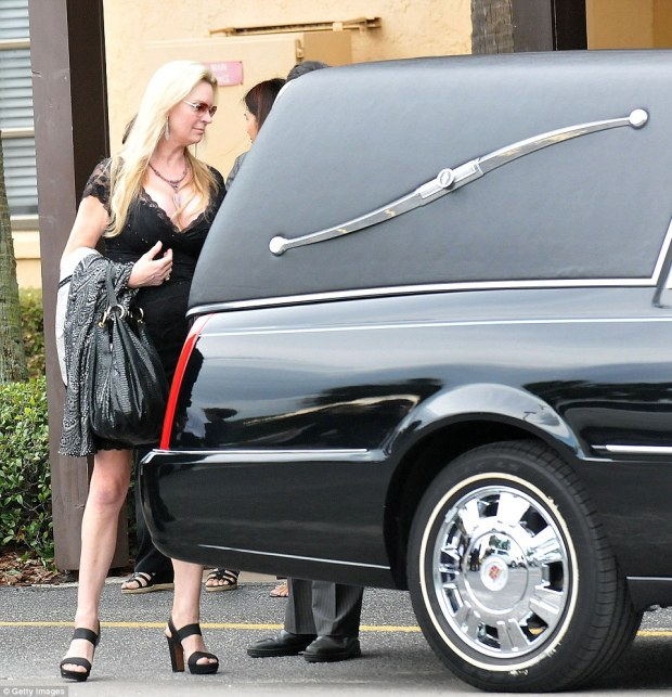 The mother-of-eight gave a sad last look after the hearse closed. Jackie Siegel raised not only her biological children but also an adopted girl
