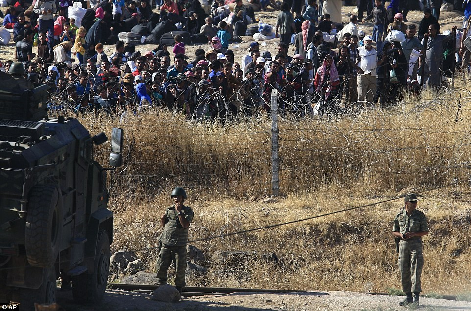 , Gates of Hell: civilians flee to enter Turkey as kurdish forces closes in on ISIS held border, Effiezy - Top Nigerian News & Entertainment Website