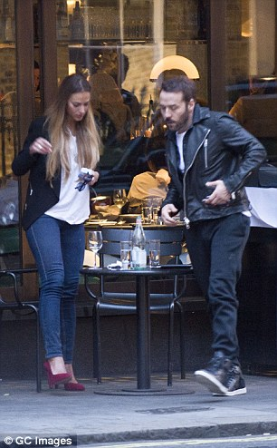 Jeremy Piven gets VERY touchy-feely with a pretty brunette ...