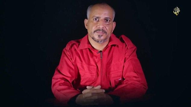 Tortura: La película de siete minutos incluye entrevistas con prisioneros, donde se habla acerca de los crímenes que han sido acusados de y cómo han sido tratados por los militantes que luchan por el Estado Islámico