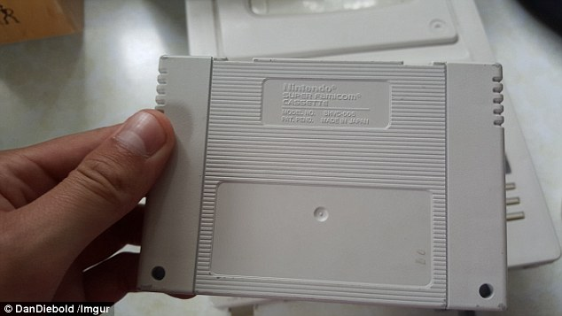 Back end: As with the controller, the cassette is marked with Nintendo branding