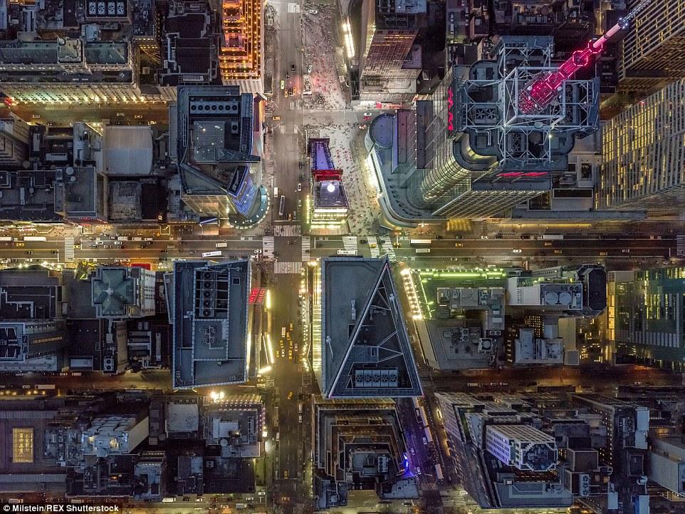 Times Square: Enquanto não há dúvidas sobre as luzes deste marco de Nova Iorque a partir de baixo, de cima é uma história diferente