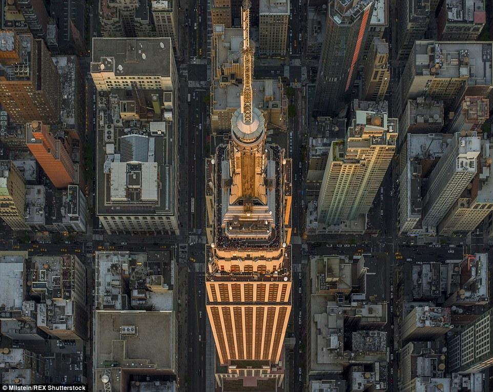 Empire State Building: Voando a até 2.000 pés, Milstein foi capaz de captar vistas desconhecidas dos edifícios mais fotografados da cidade