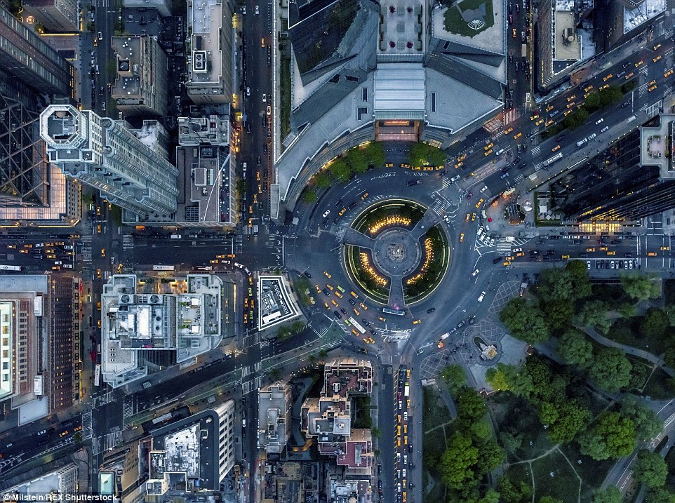 Columbus Circle: Normalmente obstruídos com o tráfego, interseção Manhattan parece muito diferente quando visto da maneira acima