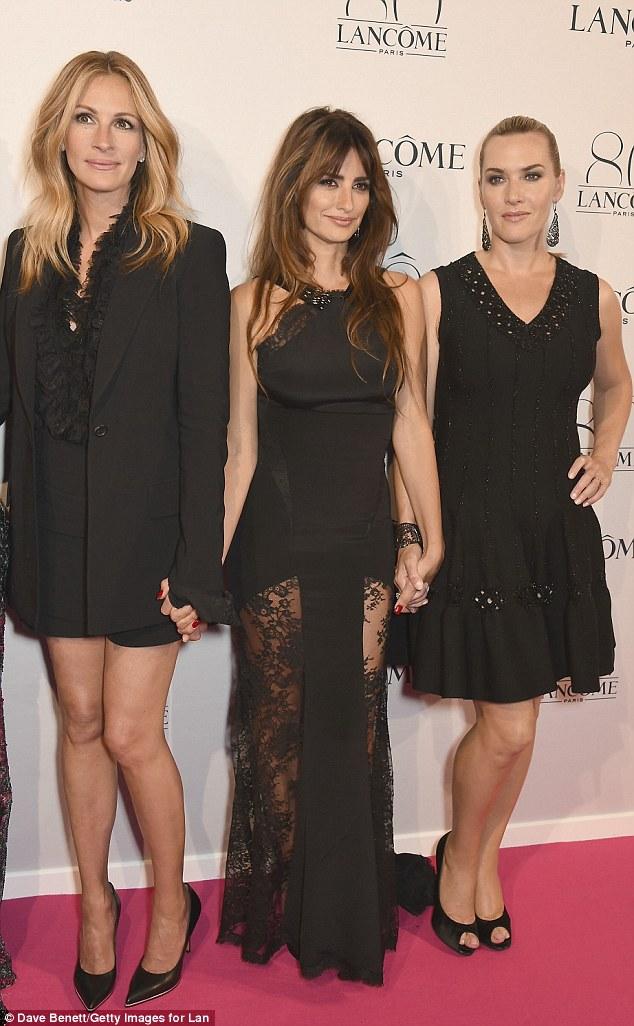 Exibe pernas tortas todo: Julia, Penelope e Kate tudo fez questão de exibir seus pins bem torneadas em seu vestuário do tapete vermelho