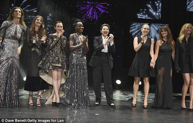 Impressionante: Daria Werbowy, Alma Jodorowsky e Lily Collins entrou para o line-up em seus vestidos de glam