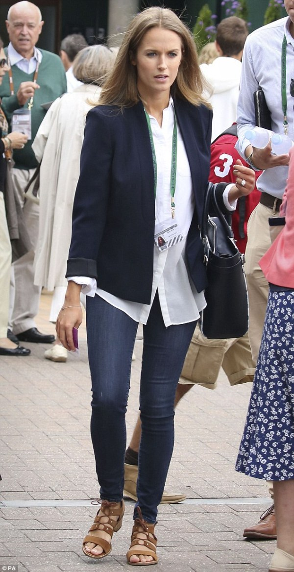Kim Sears watches Andy Murray triumph in Wimbledon 2015 ...