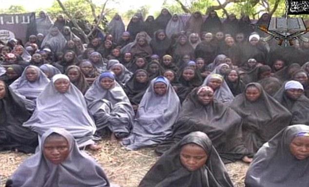 Secuestrado: Boko Haram secuestrado a más de 200 escolares (en la foto) en la ciudad nororiental de Chibok en abril 2014