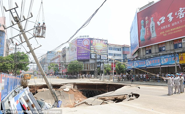 Giant sinkhole:The road suddenly opened up in front of a department store, leaving three people injured