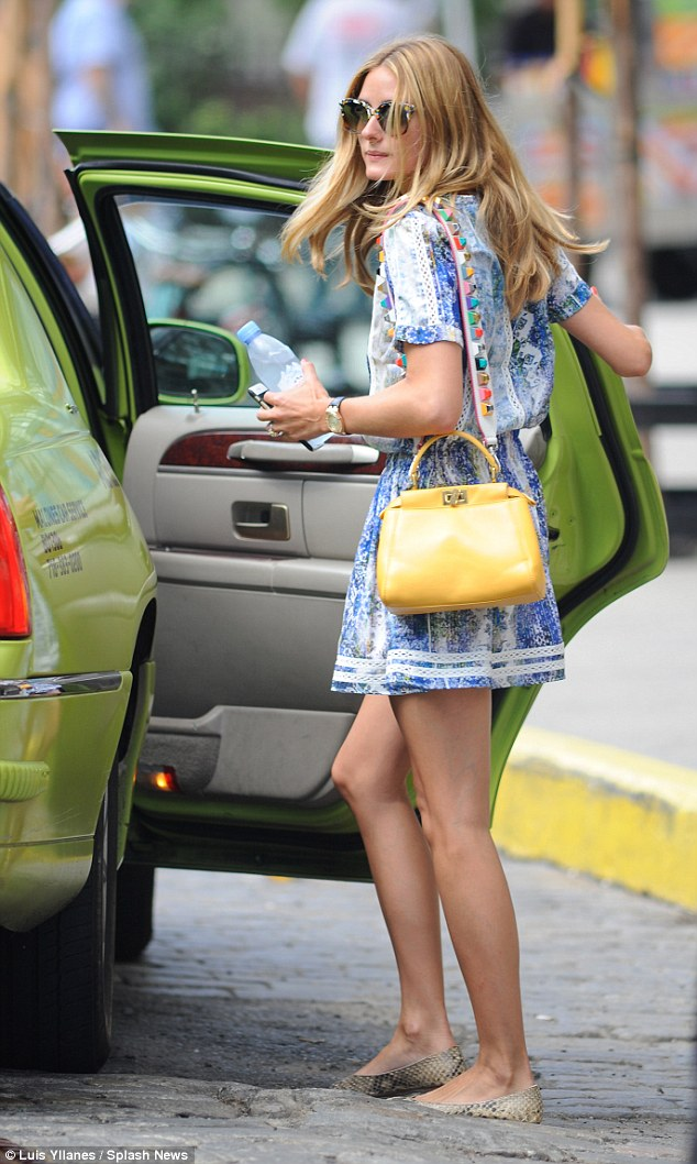Pop of color: The stylish 29-year-old brightened up her outfit with a cute yellow handbag
