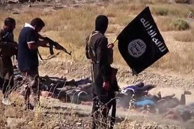 Aterrador: Bohar cree que sus hijos se han acabado matando a la gente, como estos niños, visto ejecutar a presos en un video difundido por los extremistas depravados