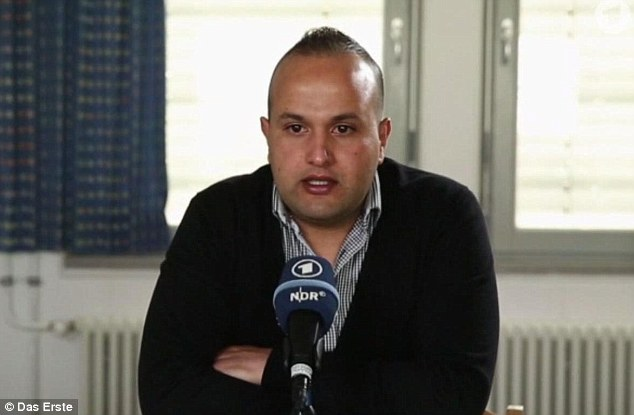Tras las rejas: Ebrahim B está listo para comparecer ante el tribunal en Alemania después de huir de ISIS y la entrega de sí mismo en