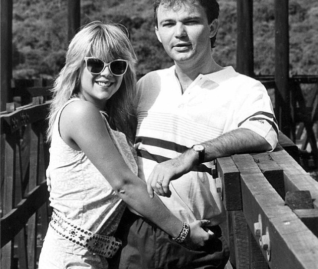 Samantha Fox Had A Relationship With Australian Conman Peter Foster They Are Pictured Together In