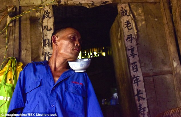 Chen mastered cooking with his feet and has learnt to plant wheat, peel corn cobs and even weave baskets