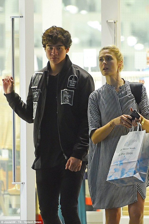 5SOS's Calum Hood lsteps out with mystery blonde in ...