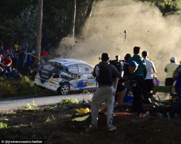 They were struck by the vehicle when its driver lost control during the La Coruña Rally, in the Spanish municipality of Carral in the north west of the country
