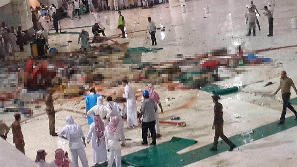 Struck antes de las oraciones de la noche: Fotos emergentes en las redes sociales muestran la escala de víctimas con cuerpos esparcidos por el suelo de la mezquita