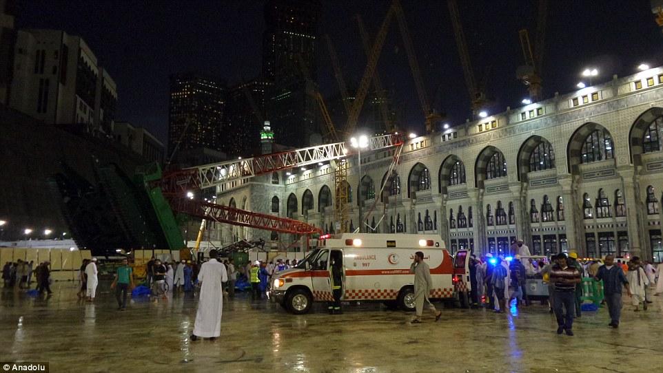 Lugar sagrado: Las casas Gran Mezquita de la Kaaba - la estructura en forma de cubo masiva hacia el que los musulmanes de todo el mundo rezan