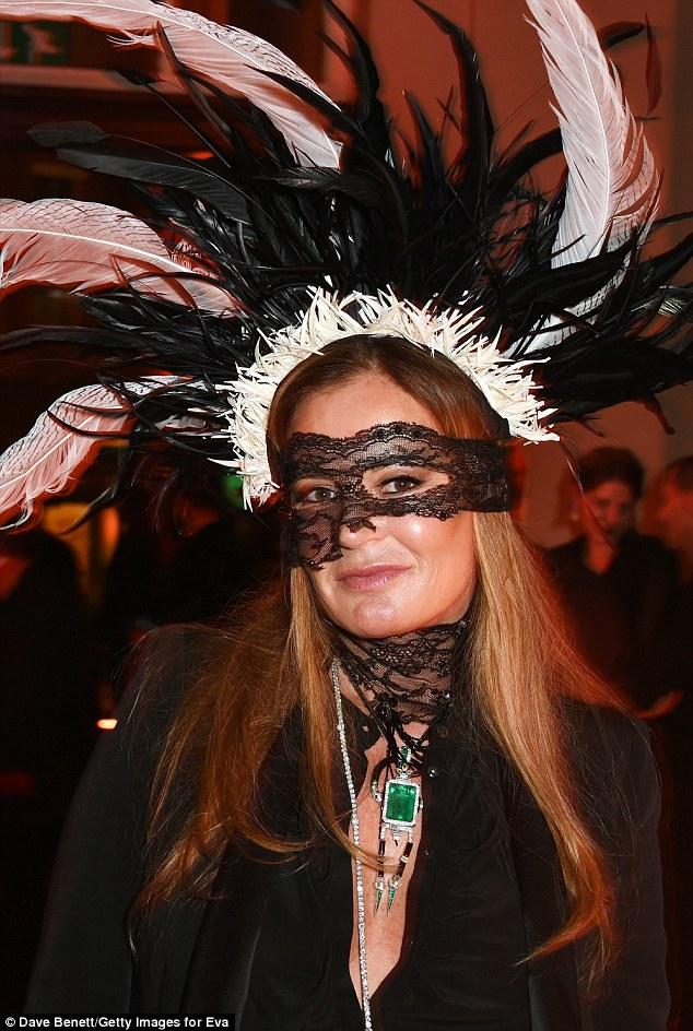Aniversariante!  A festa foi organizada em homenagem a Eva Cavalli, a esposa do top designer de Roberto
