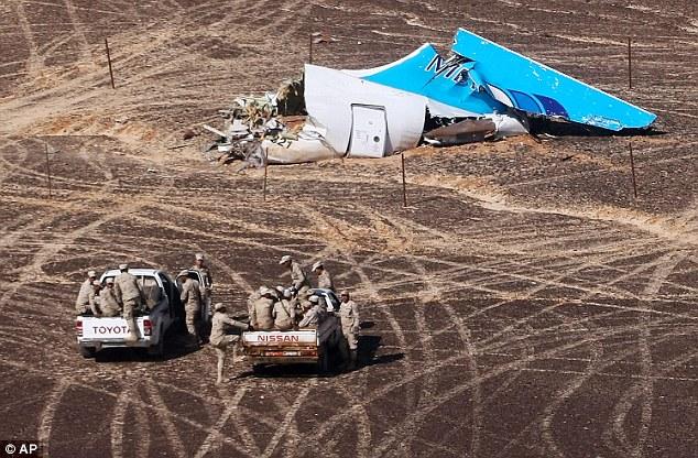 Fuentes de Whitehall revelaron que, en los días después de que el avión ruso (en la foto) fue derribado el pasado fin de semana, se escrutaron atrás a través de los datos de comunicaciones interceptadas a los sospechosos en Siria y Egipto
