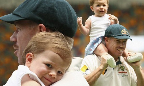 David Warner cuddles daughter Ivy Mae after winning ...