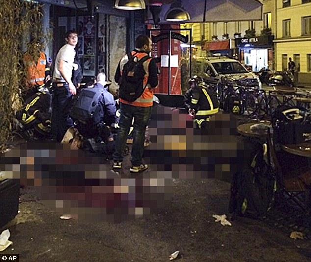 """Las víctimas del ataque yacían en la acera restaurante La Campana Equipe. Como los detalles de los asesinos identidades comenzaron a surgir ayer, Corinne Narassiguin, portavoz del Partido Socialista gobernante de Francia, admitió: """"Es evidente que hubo una falla de inteligencia"""""""