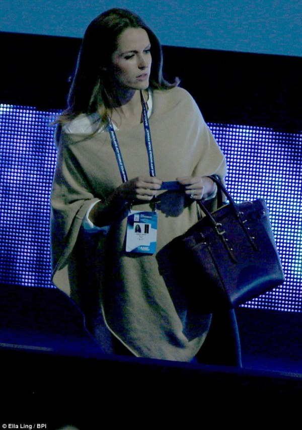 Kim Murray keeps her baby bump under a poncho at ATP World ...