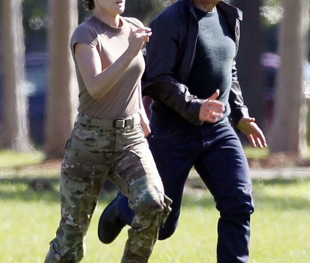 On The Run Tom Cruise And Cobie Smulders Sprinted Side By Side To Shoot A
