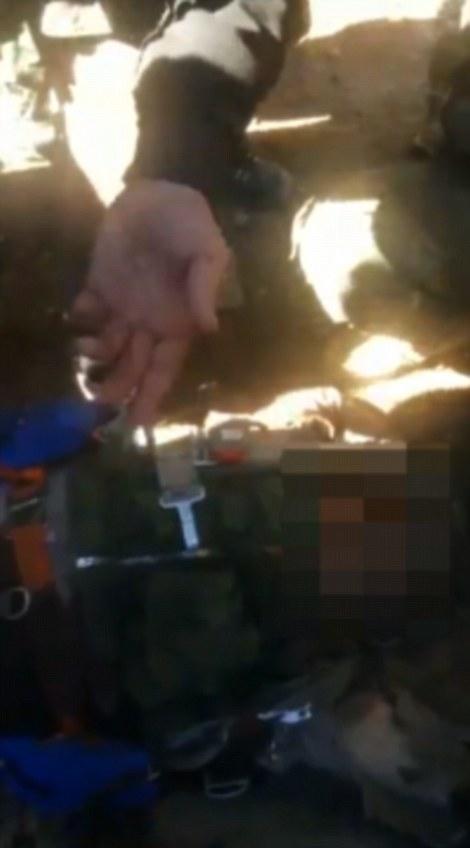 El cuerpo de uno de los pilotos se dice que se muestra en esta imagen