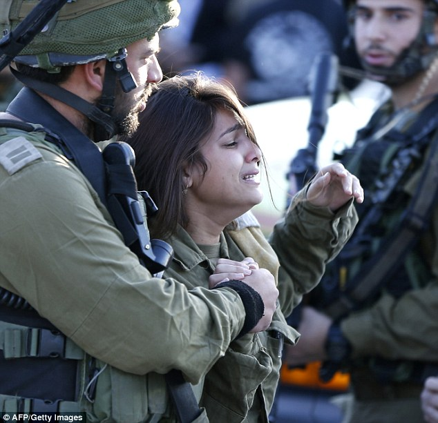 palestinian teenage girl on trial for striking israeli soldier 4