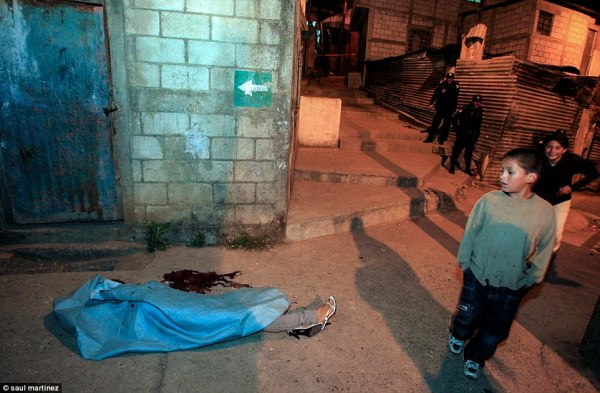Photos of Guatemala streets, scene of a homicide every 90 ...