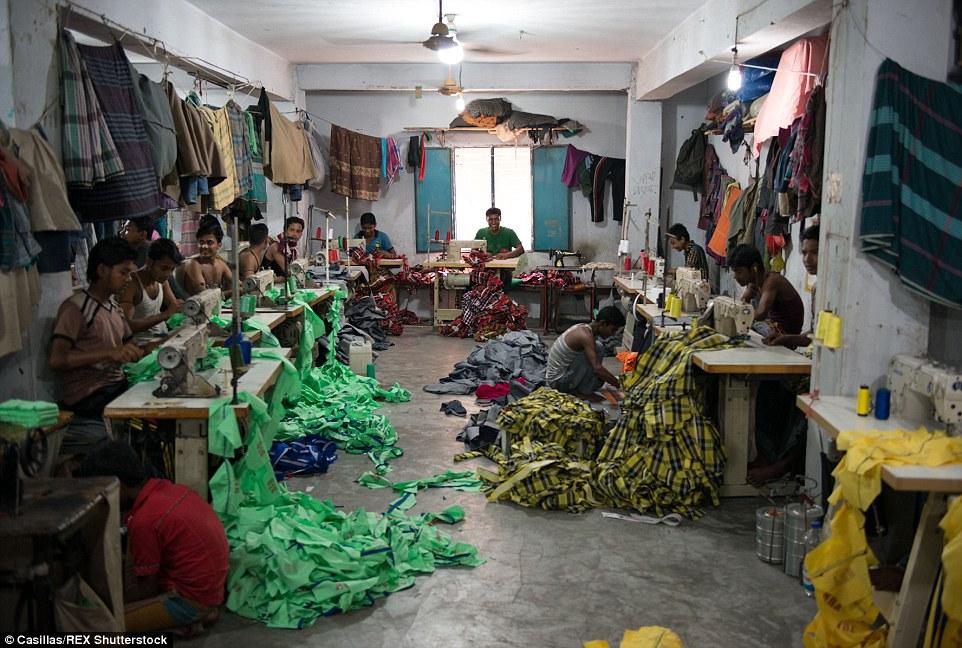 Una fábrica de ropa informal ubicado en las afueras del centro de Dacca Más allá de la etiqueta