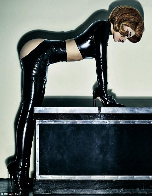 Kylie Jenner Sexy Diatas Kursi Roda, Dianggap Menghina Para Difabel