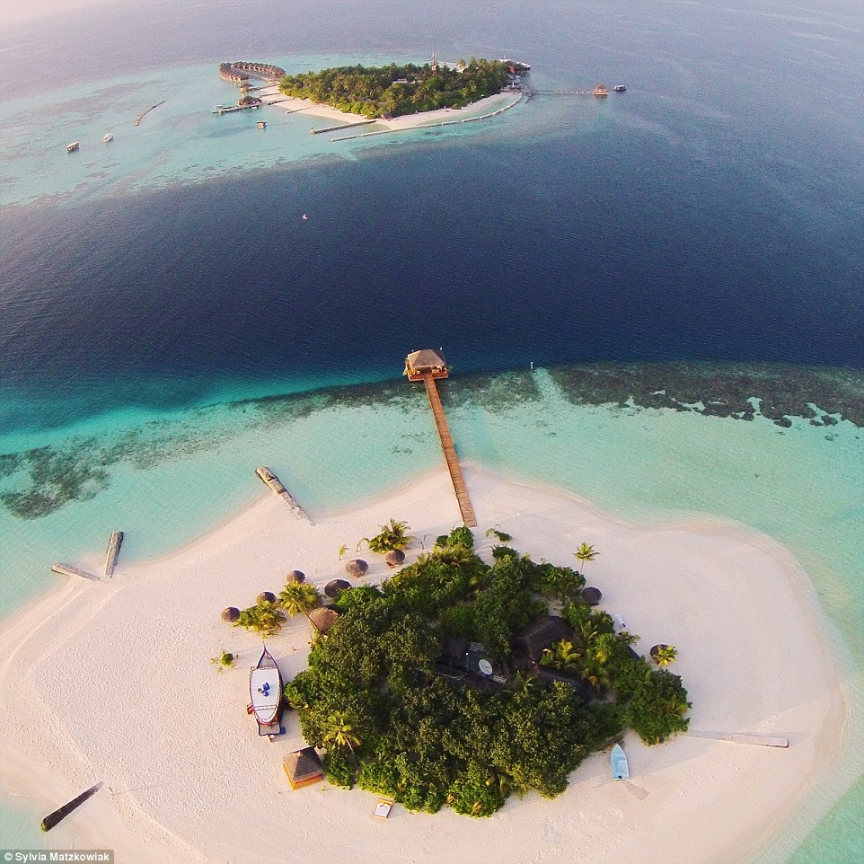 This stunning image, uploaded by @Goldie_berlin, is of the island of Lonubo, Maldives, a romantic location where guests can stay