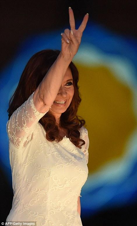 La presidenta argentina, Cristina Kirchner gesticula durante una reunión de despedida en Buenos Aires