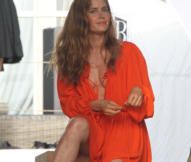 Amy Adams  Showed Off Her Toned Physique For A Bikini