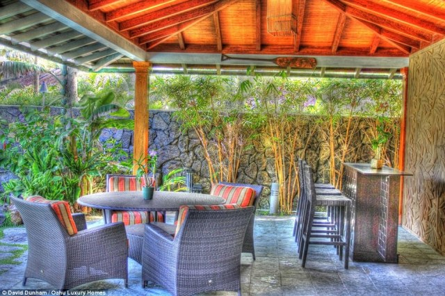 Take a break: This outdoor seating area is perfect for having a snack or a drink and looking out at the gorgeous ocean