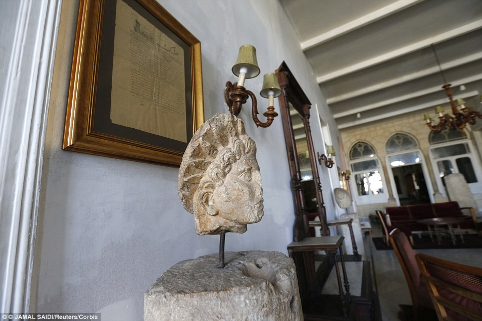 A Roman head statue decorates the interiors of Hotel Palmyra