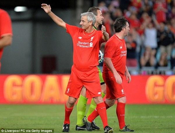 Liverpool legend Jamie Carragher meets Australia cricket ...