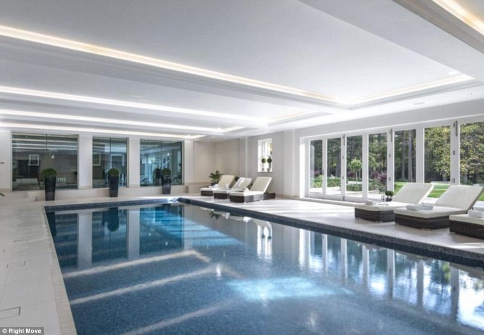 Woodrow Mansion In Ascot, Surrey Has 8 Bedrooms And An