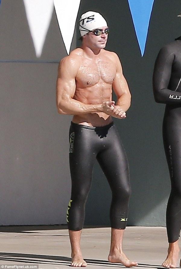 Lifeguard on duty! Zac Efron showcases his glistening ...