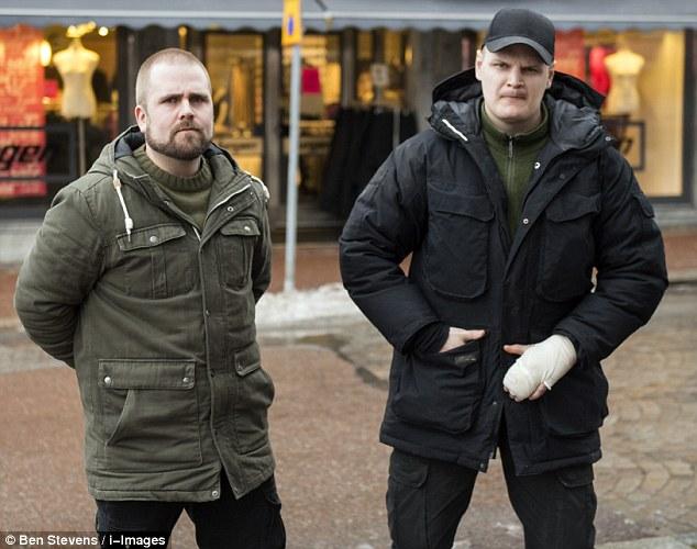 Extreme: Gamberro neonazi Emil Hagberg (a la derecha, en la foto con su compañero neonazi Haakon Forwald), el portavoz del Movimiento de Resistencia sueca, dijo a MailOnline que el movimiento de extrema derecha en Suecia está cada vez más fuerte y más decidida para hacer frente a la 'Locura'