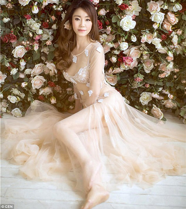 The glamorous grandmother has wowed Chinese internet users with photos taken during a photo shoot